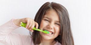 nina-cepillo-de-dientes